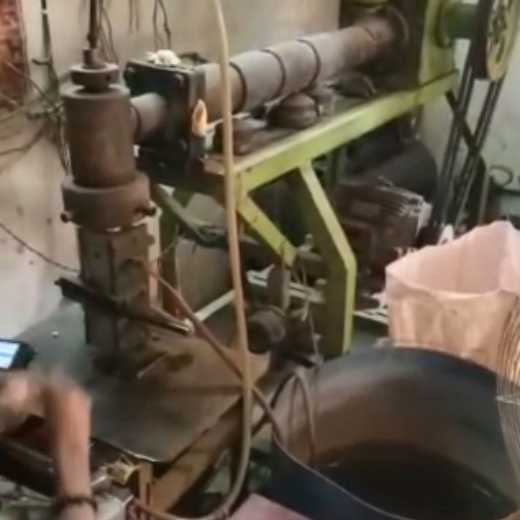 Plastic Bottle Making Machine with Moulds